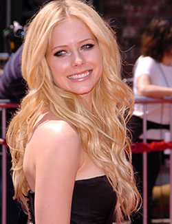 avril-lavigne-smiling