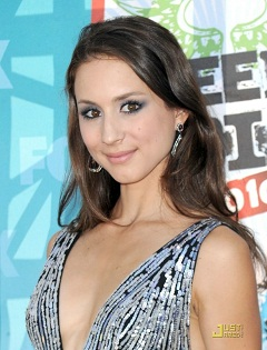 Troian_Bellisario_profile_photo