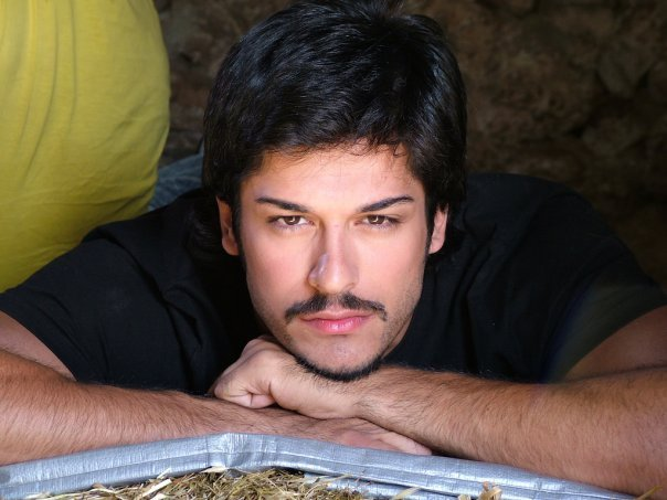Burak-Ozcivit-turkish-actors-and-actresses-32414623-604-453