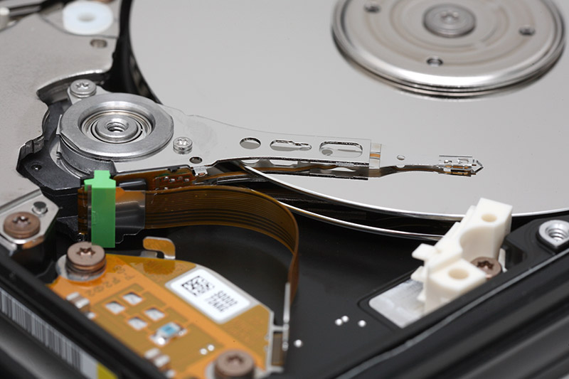Hard_disk_plak-ve-kafa